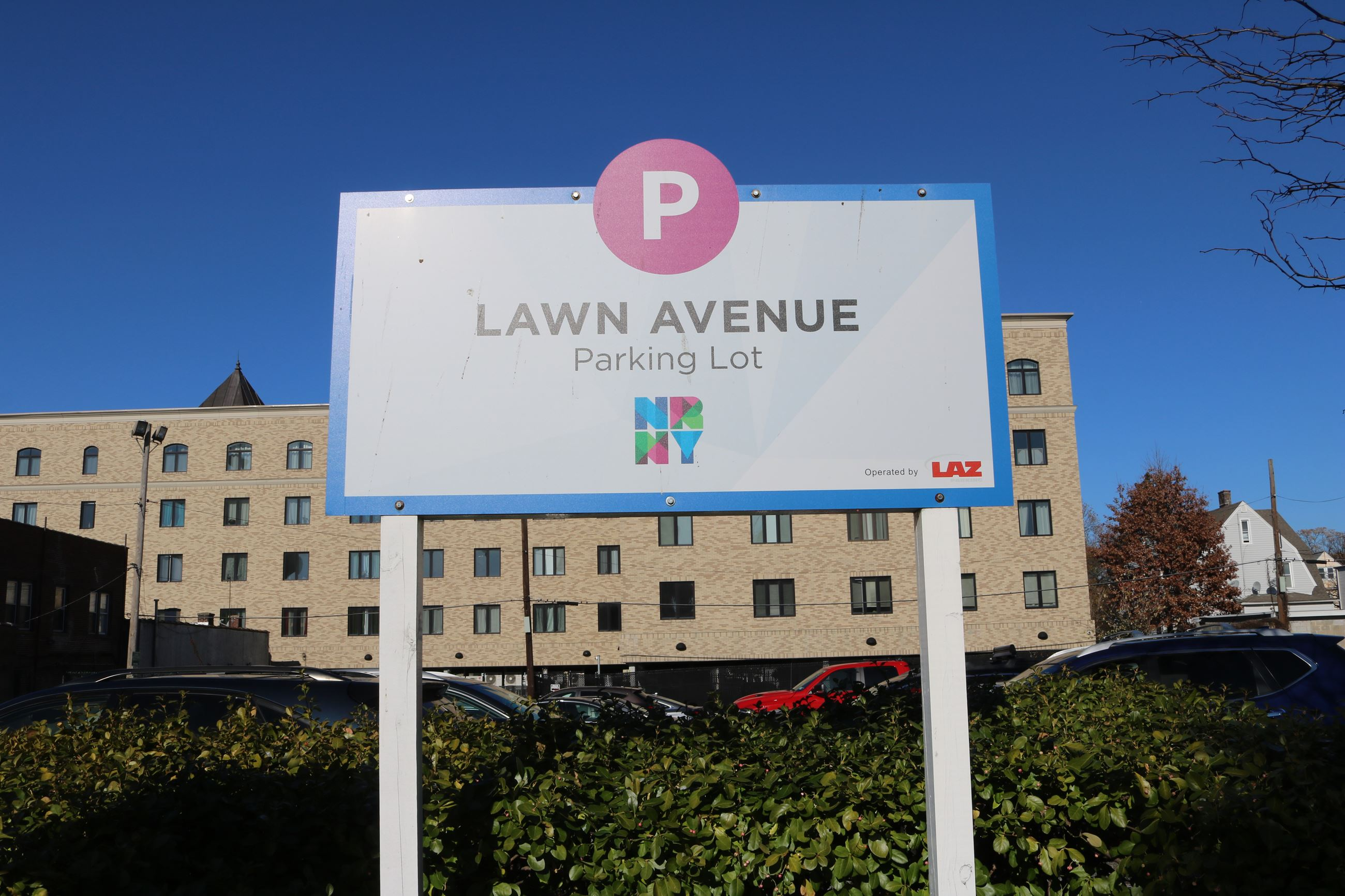 Lawn Ave Sign